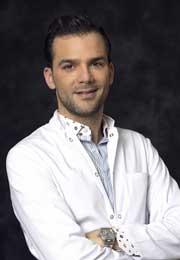 El doctor Fabio Vieira analiza con minuciosidad los cambios estéticos de Melania Trump