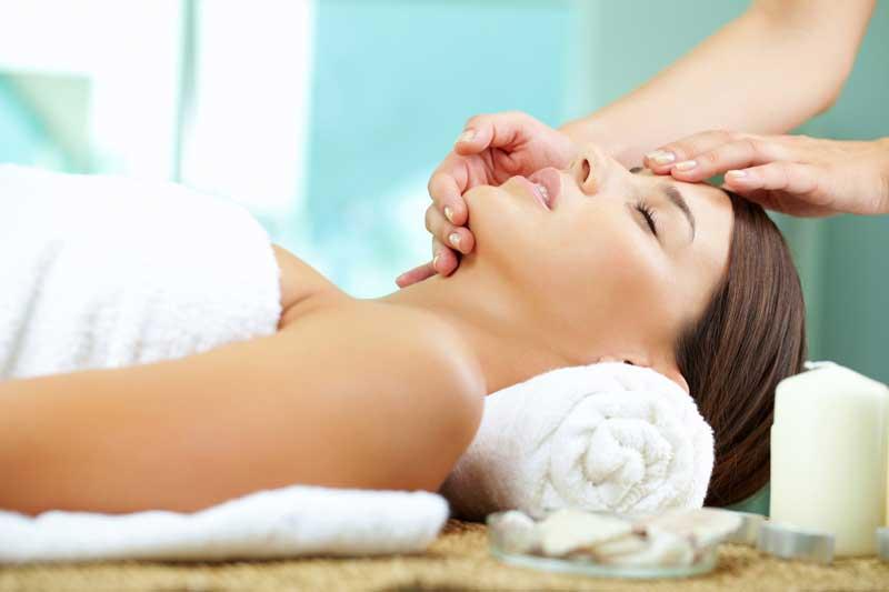 Iconic Treatment, tratamiento que reafirma, rellena y tensa el contorno facial