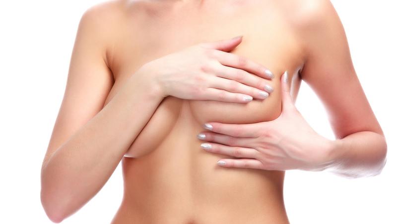 El cambio de implantes de mamas, a examen